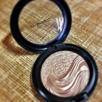 Iluminador Whisper of Gilt Extra Dimension Skinfinish da MAC