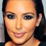 Mais um make esfumado bafo de Kim Kardashian