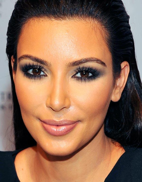 Mais Um Make Esfumado Bafo De Kim Kardashian 187 Pausa Para