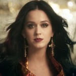 A maquiagem e o batom de Katy Perry no clipe Unconditionally