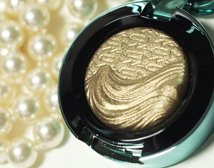 Alluring-Aquatic-Extra-Dimension-Eyeshadows-04