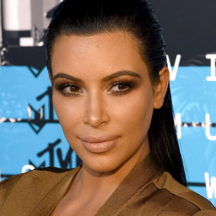 kim-kardashian-at-mtv-video-music-awards-2015