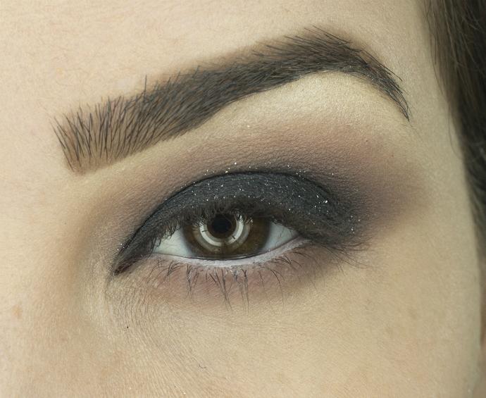 esfumado preto e roxo com glitter e batom Magia das Fadas (10)