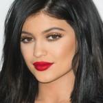 10 maquiagens das famosas com batom vermelho