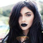 O batom preto da Kylie Jenner e dicas de make com boca preto veludo