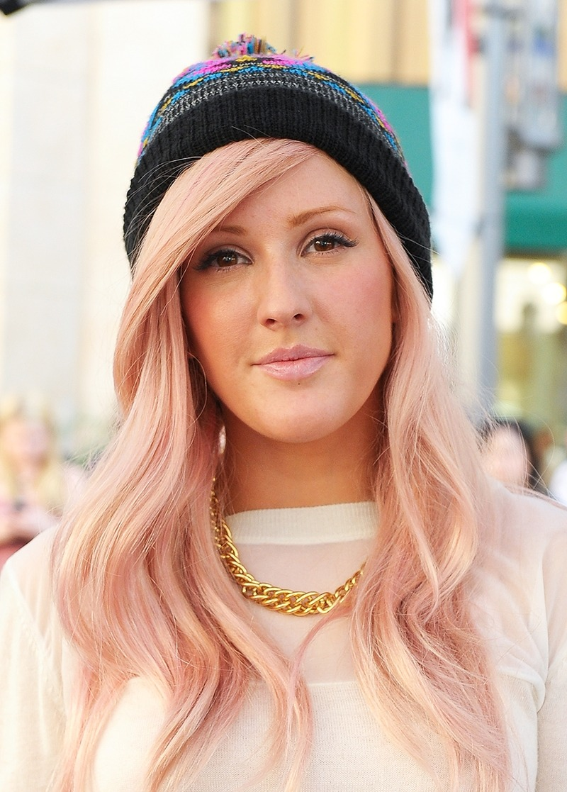 "LOS ANGELES, CA - OCTOBER 18: Ellie Goulding visits ""Extra"" at The Grove on October 18, 2012 in Los Angeles, California. (Photo by Noel Vasquez/Getty Images for Extra)"