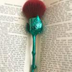 Os novos pincéis em formato de flor da Storybook Cosmetics