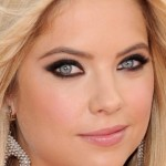 Tutorial pretinho puxado inspirado no make de Ashley Benson