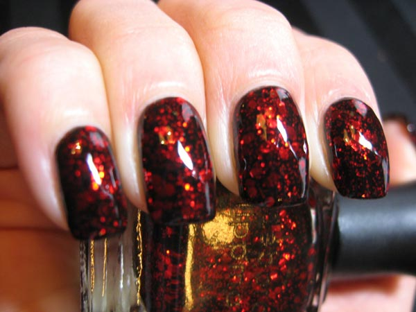 Foto: http://polishedcasual.blogspot.com.br/2011/02/my-valentines-day-manicure-deborah.html