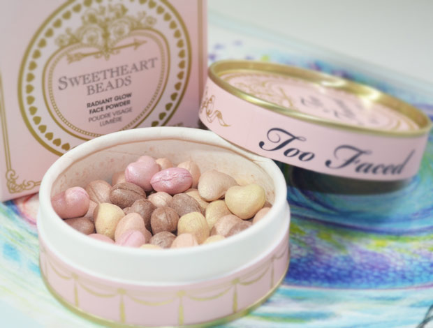 Sweetheart-Beads-Radiant-Glow-Face-Powder-too-faced-01