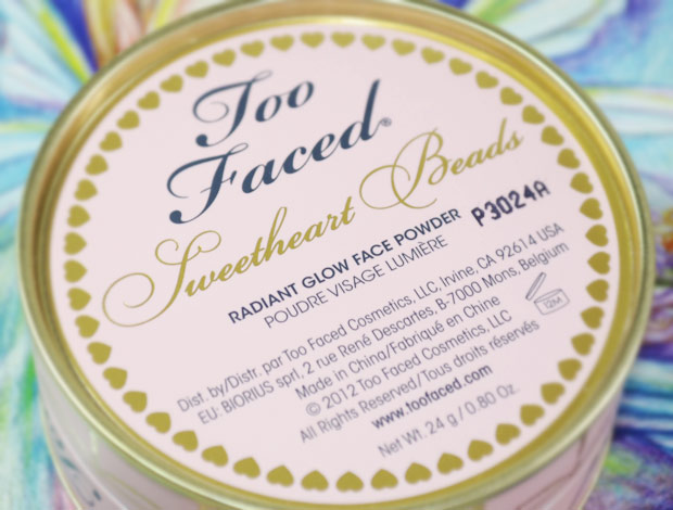 Sweetheart-Beads-Radiant-Glow-Face-Powder-too-faced-03a