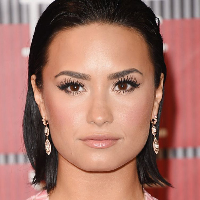 demi-lovato-at-mtv-video-music-awards-2015