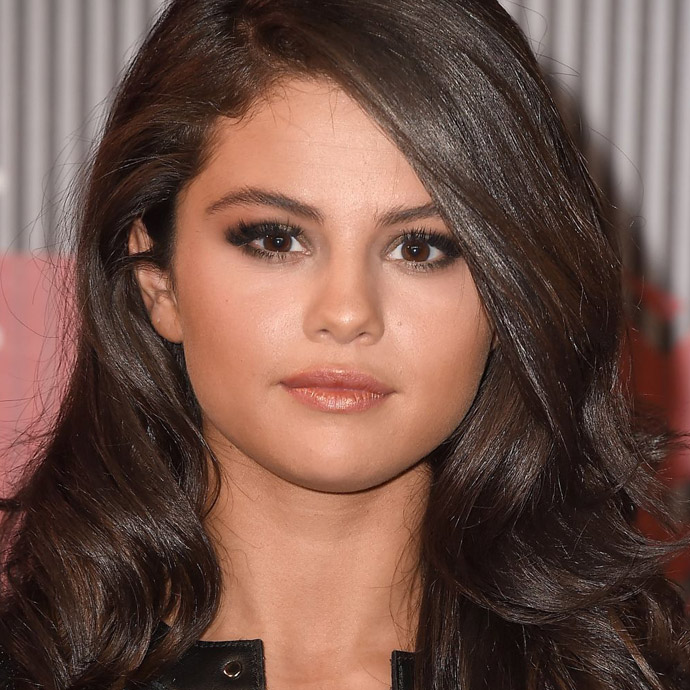 selena-gomez-at-mtv-video-music-awards-2015