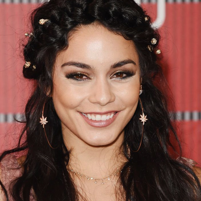 vanessa-hudgens-at-mtv-video-music-awards-2015