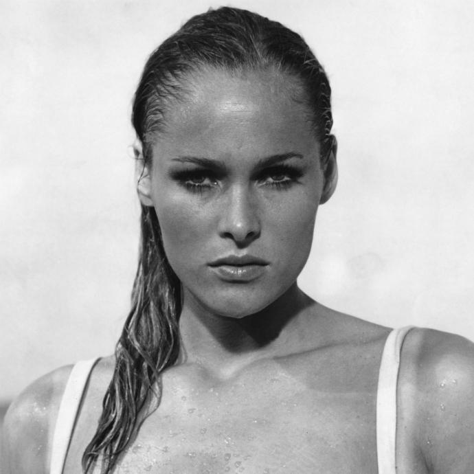 Bond girls que marcaram época na franquia 007 (1)