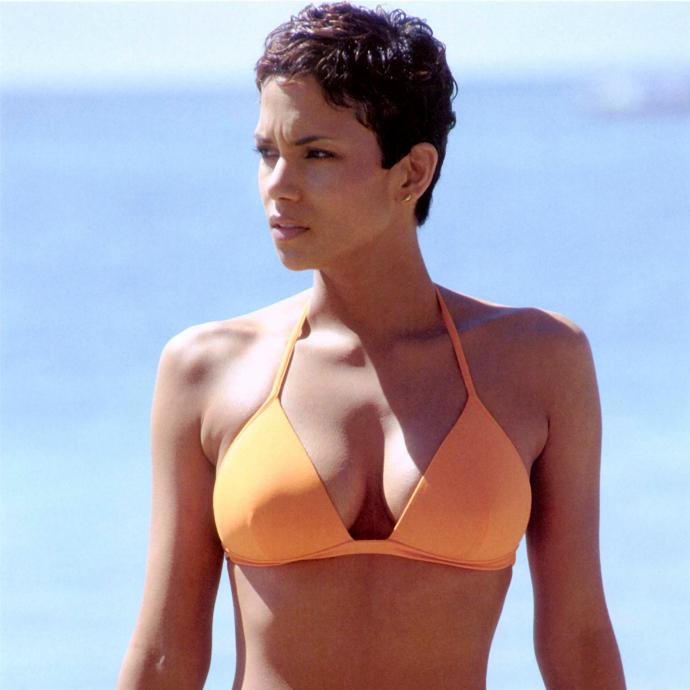 Bond girls que marcaram época na franquia 007 (4)