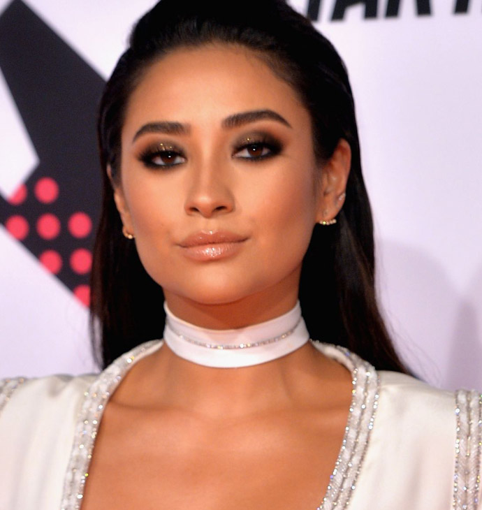 shay-mitchell-at-mtv-european-music-awards-2015-in-milan-02
