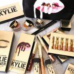 Kylie Jenner lança kit de make em edição comemorativa