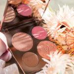 Chrissy Teigen lança paleta New Glow em parceria com a Becca Cosmetics